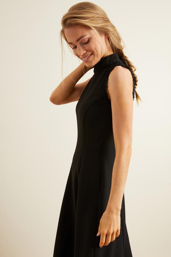 Siyah Omuzları Dantelli Kloş Elbise