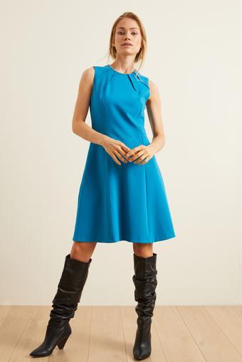 Yakası Dikiş Detaylı Elbise