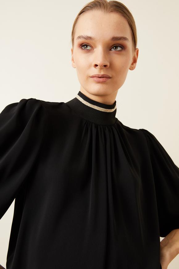 Siyah Yakası Büzgülü Ribanalı Bluz