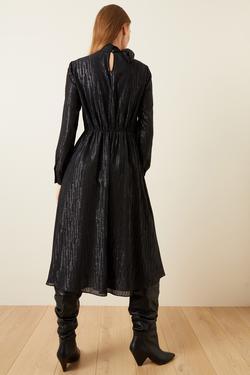 Jakarlı Yakası Fularlı Elbise