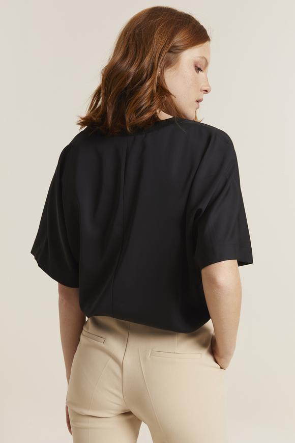 Siyah Yakası Ribanalı Bluz