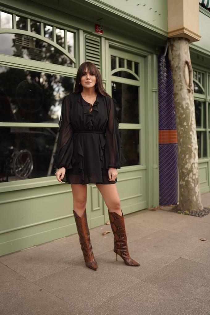 Siyah Kruvaze Volanlı Şifon Elbise
