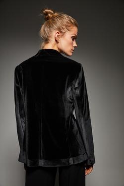 Yakası Broşlu Kadife Ceket