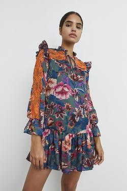 Dantel Detaylı Volanlı Elbise