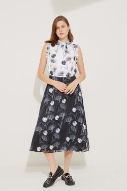 Yakası Boncuklu Elbise