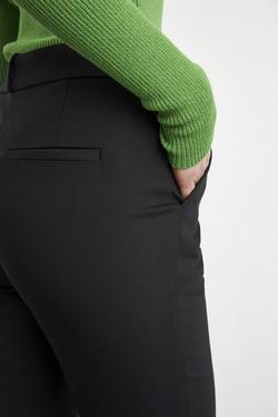 Paçası Yırtmaçlı Cepli Pantolon