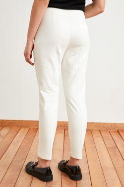 Beli Düğme Detaylı Pantolon