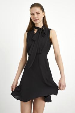 Yakası Fularlı Kolsuz Şifon Elbise