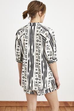 Kolları Detaylı Desenli Bluz