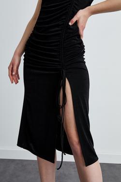Halter Yaka Derin Yırtmaçlı Büzgülü Örme Elbise