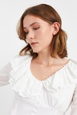V Yaka Volanlı Düğmeli Mini Elbise