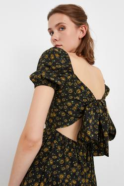 Sırtı Bağlamalı Önü Büzgülü Elbise