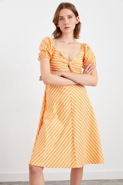 Kısa Kol Bağlama Detaylı Midi Elbise