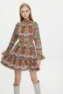 Dik Yakalı Desenli Kısa Elbise