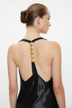 Metal Aksesuarlı Degaje Yaka Yırtmaçlı Elbise