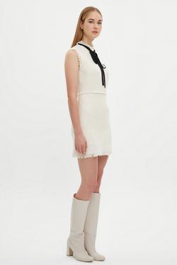 Yakası Fularlı Büzgülü Elbise