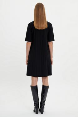 Yakası ve Kol Ucu Renkli Triko Elbise