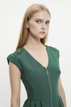 V Yaka Pileli Fermuarlı Elbise